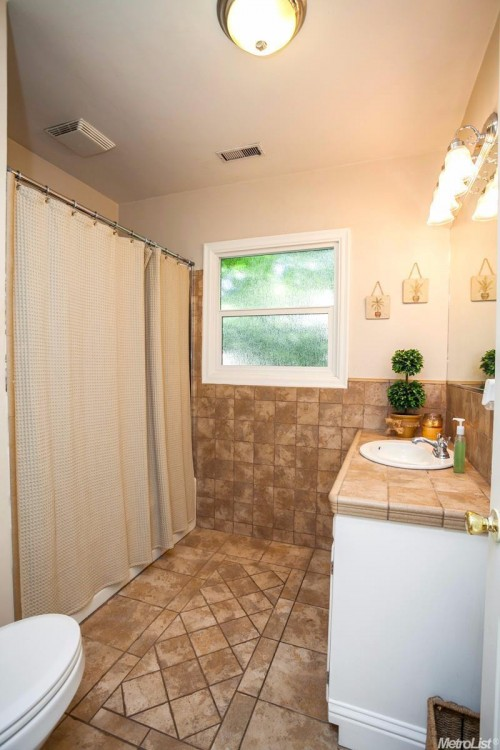 modesto rental backpage