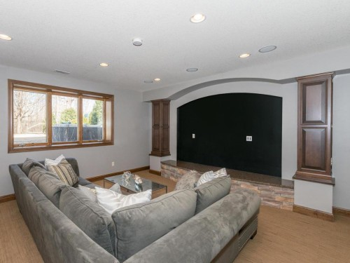 maple grove rental backpage