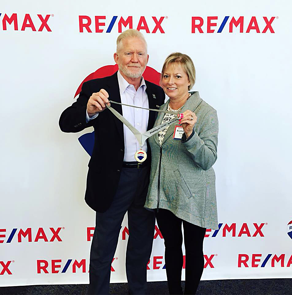 Scott V. shows off his RE/MAX Platinum award with wife, Kim, at the banquet